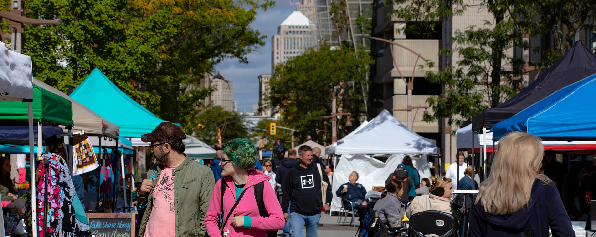 Photo of crowd at downtown Windsor Farmers Market